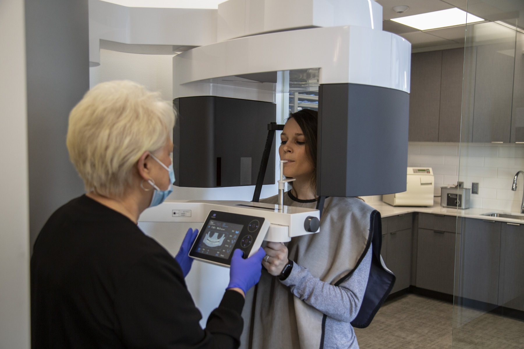 patient waits to be scanned by a 3-D CBCT machine